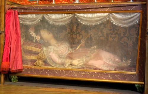 Vista de la figura de cera que contiene las reliquias de la mártir. Iglesia del Convento del Carmen, Santiago de Compostela, España. Fotografía: Francisco Pena Rodríguez.