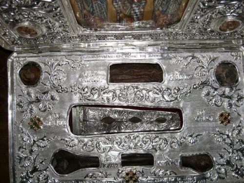 Reliquias de los tres Doctores Orientales: Basilio, Juan y Gregorio. Monte Athos, Grecia.