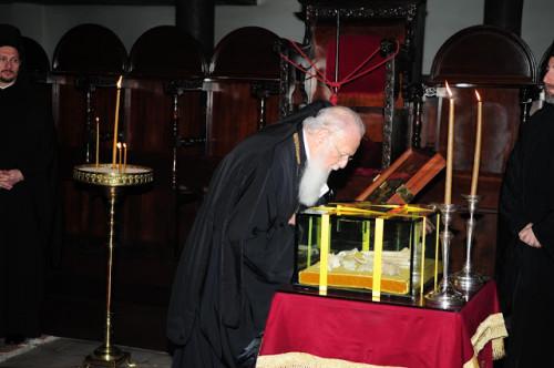 Veneración de las reliquias del Santo en el Patriarcado Ecuménico, El Fanar, Estambul (Turquía).