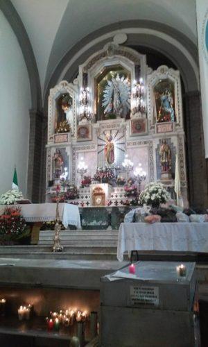 Altar mayor del templo de san Hipólito en el cual fue sepultado el Venerable Bernardino Álvarez.