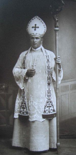 Fotografía del Santo en su atuendo episcopal.
