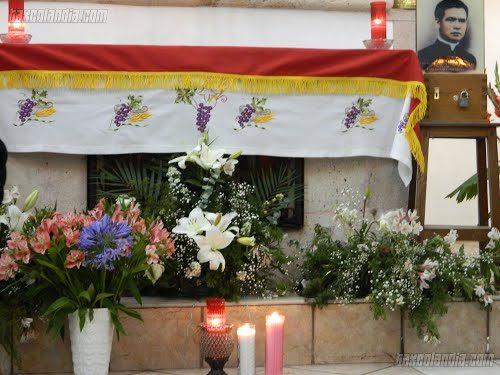 Altar y restos del padre Margarito.
